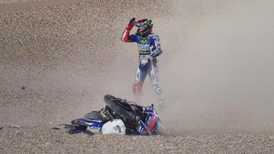 2014-motogp-lorenzo-admits-making-a-mistake-before-crashing-in-lap-1-in-qatar_1