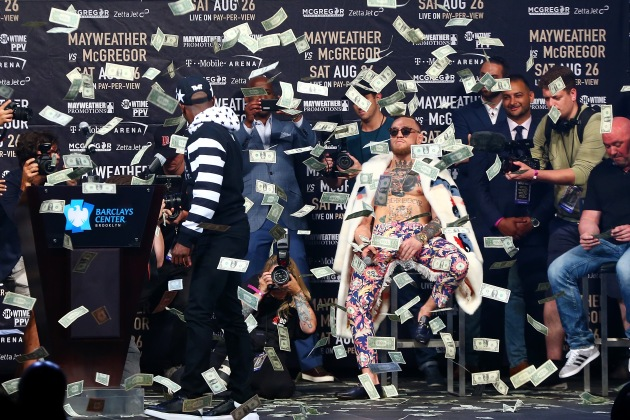 floyd-mayweather-jr.-looks-money-rains-down-conor-mcgregor-brooklyn-new-york-city.jpg